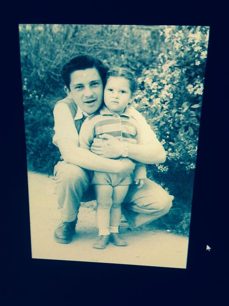 שלמה ויצפלד בתמונה משותפת עם אחותו נילי