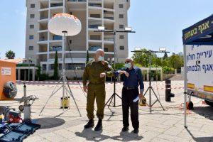 אורי גורדין מוטי ששון פיקוד העורף צילום עיריית חולון