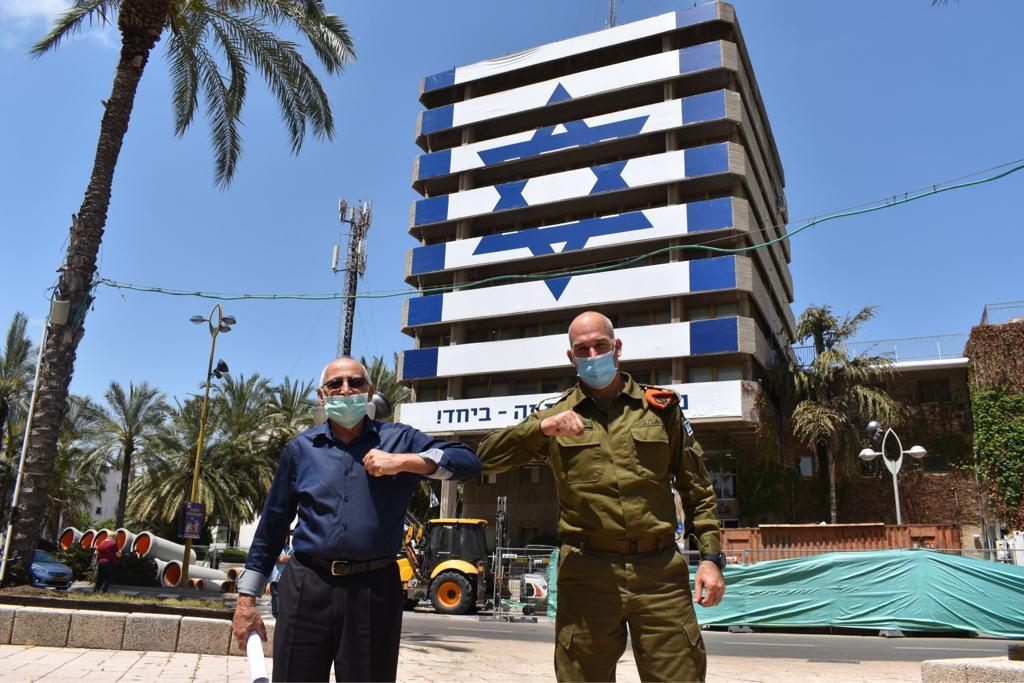 אורי גורדין פיקוד העורף בניין העירייה מוטי ששון צילום עיריית חולון