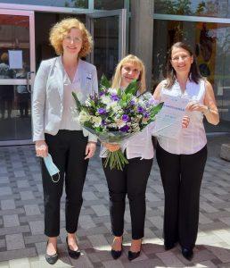 האחות נאוה גרשון ביחד אורנה צבי, מנהלת הסיעוד בוולפסון ודוקטור ענת אנגל, מנכלית המרכז הרפואי וולפסון