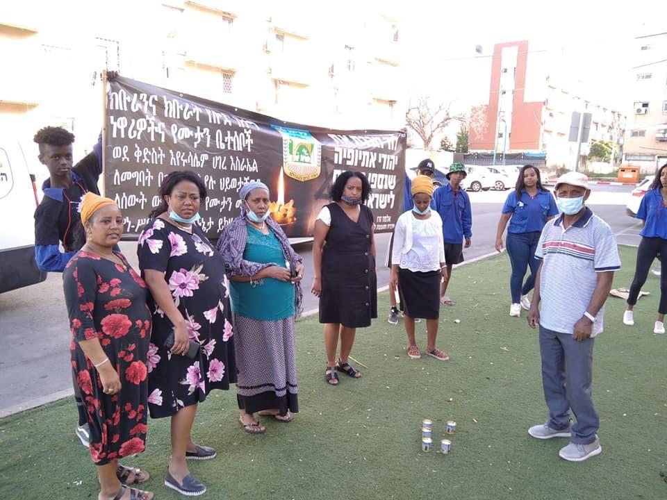 חברת המועצה אלמז זרו (במרכז), זכות לכבד ולזכור (1)