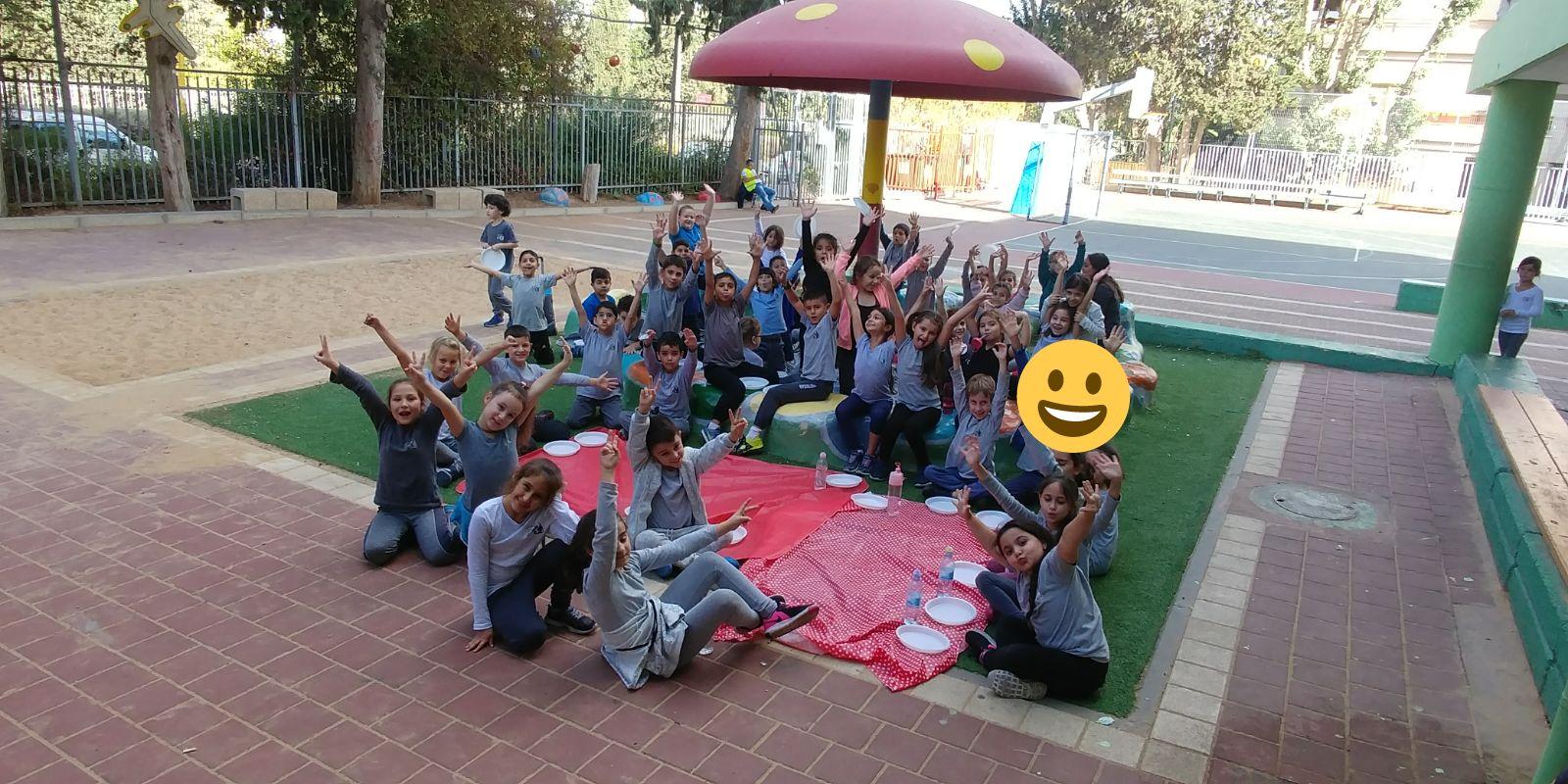 ילדים תלמידים בית ספר חצר צילום רשת קהילה ופנאי