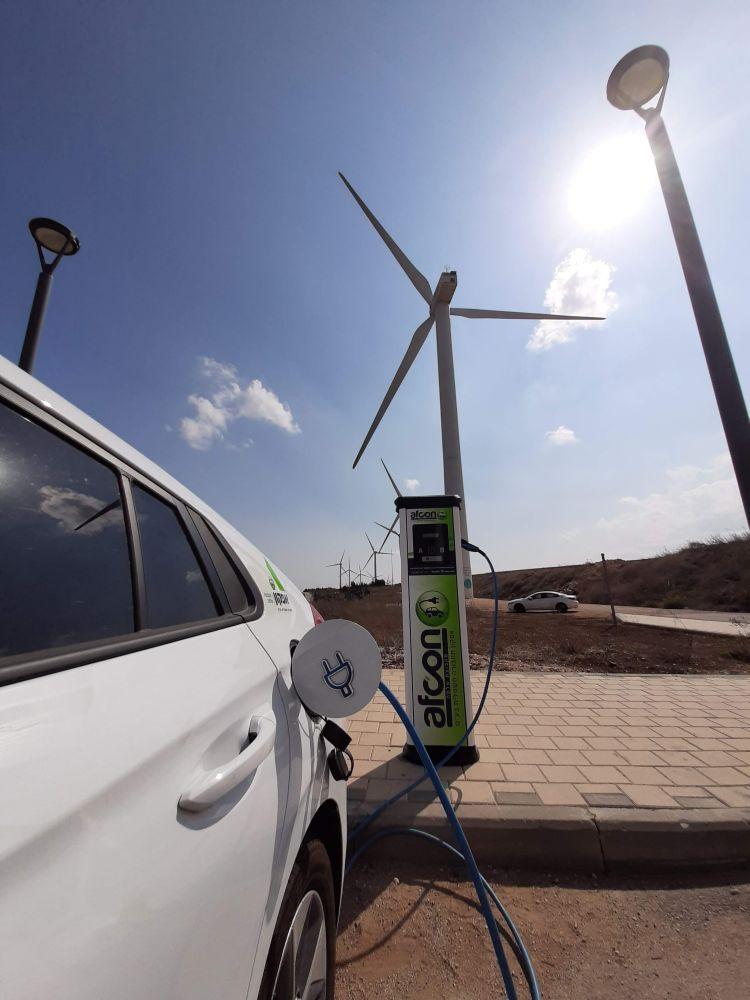 עמדות לטעינת כלי רכב חשמליים. צילום באדיבות חברת אפקון תחבורה חשמלית (1)