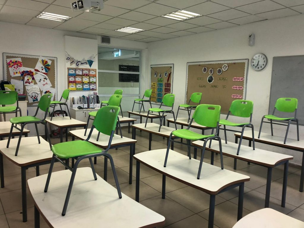 פתיחה מחודשת של בית הספר גולדטק בחולון בצל מגבלות הקורונה. צילום-עיריית חולון (7) (1)