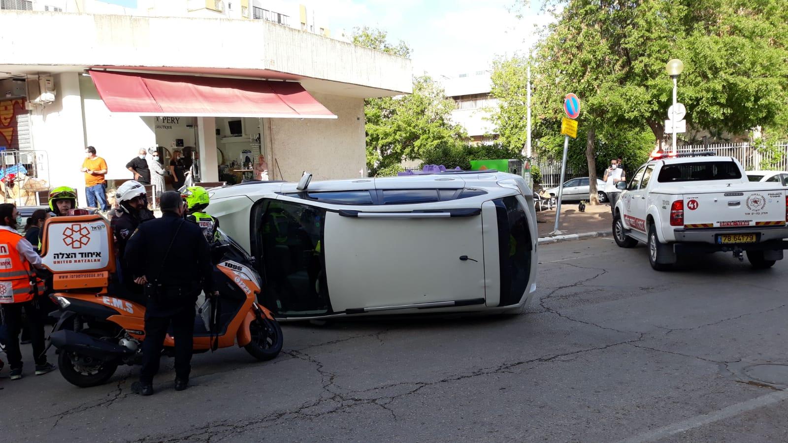 תאונה רכב הפוך צילום דוברות איחוד הצלה