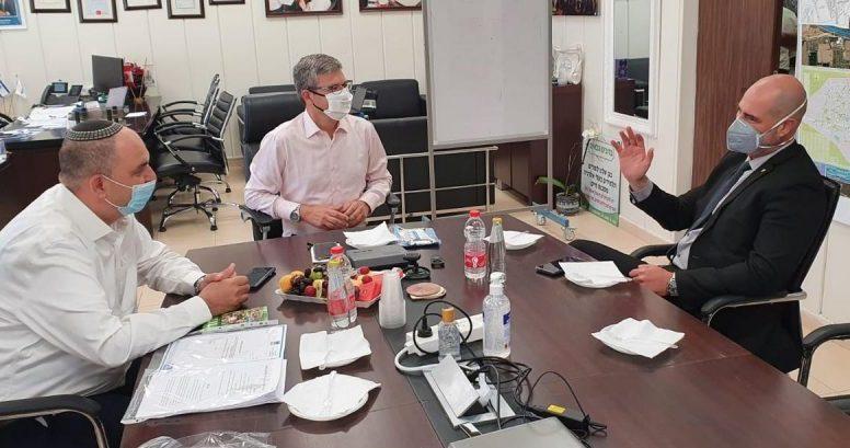 אירועי ירי בלוד וברמלה. יאיר רביבו ומיכאל וידל בפגישה עם השר לביטחון פנים אמיר אוחנה.