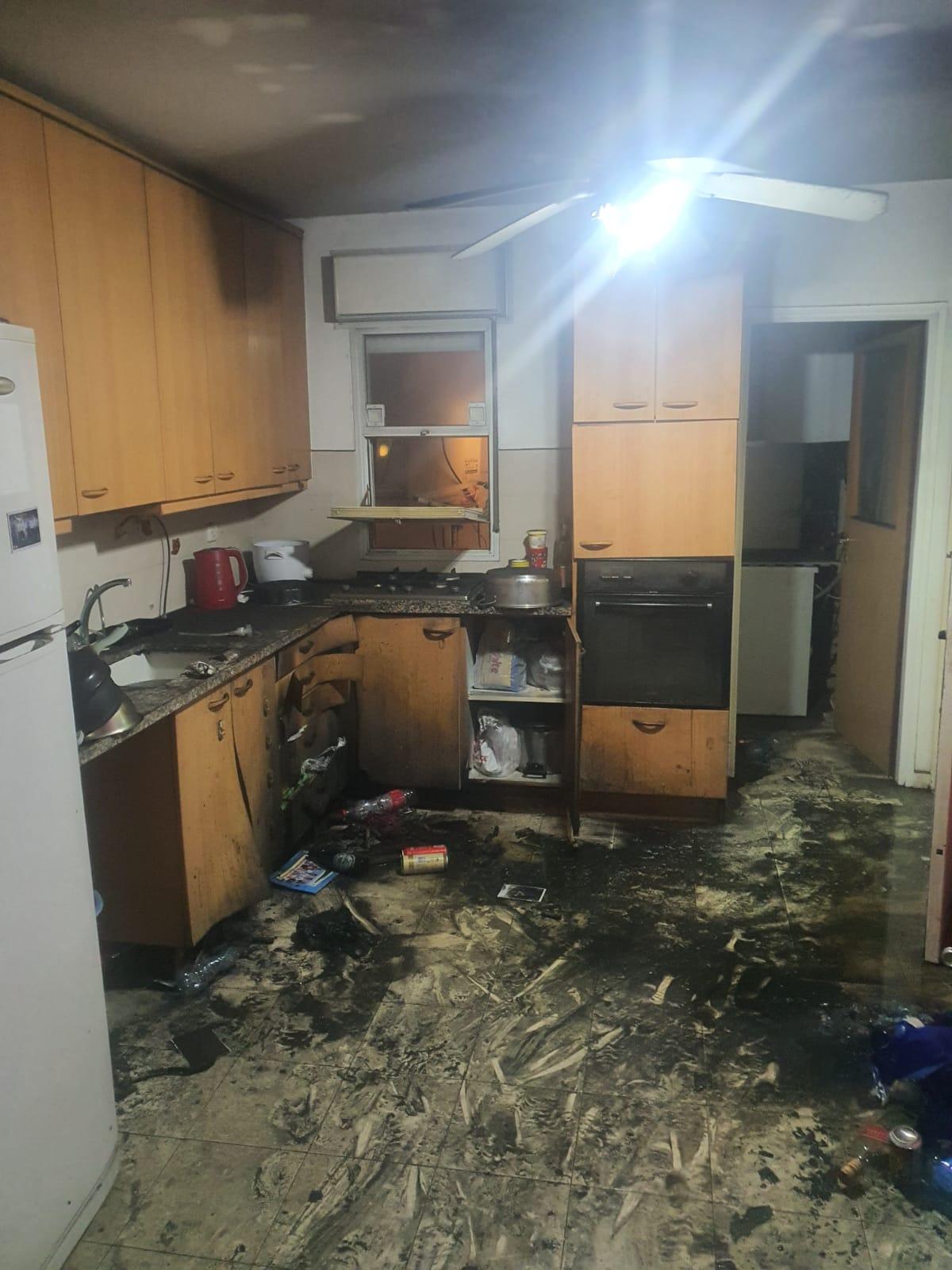 """המטבח השרוף. צילום: הקורקינט. צילום: דוברות כב""""ה בני ברק"""