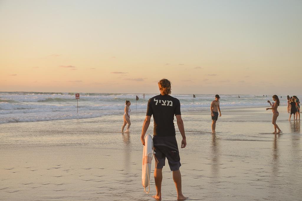 מציל בחוף ראשון. ארכיון. צילום: צילום: עידן גרוס
