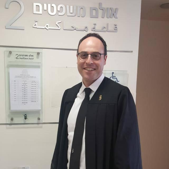 עו''ד שי לזרוביץ. עורך דין בתחום הנזיקין.