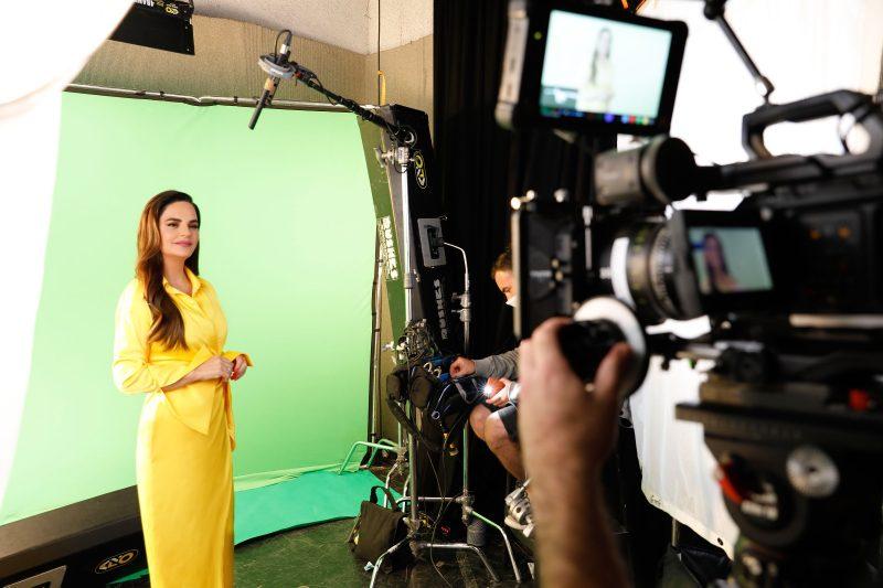 אופירה אסייג לקמפיין סי טאואר 5 של חברת רום כנרת
