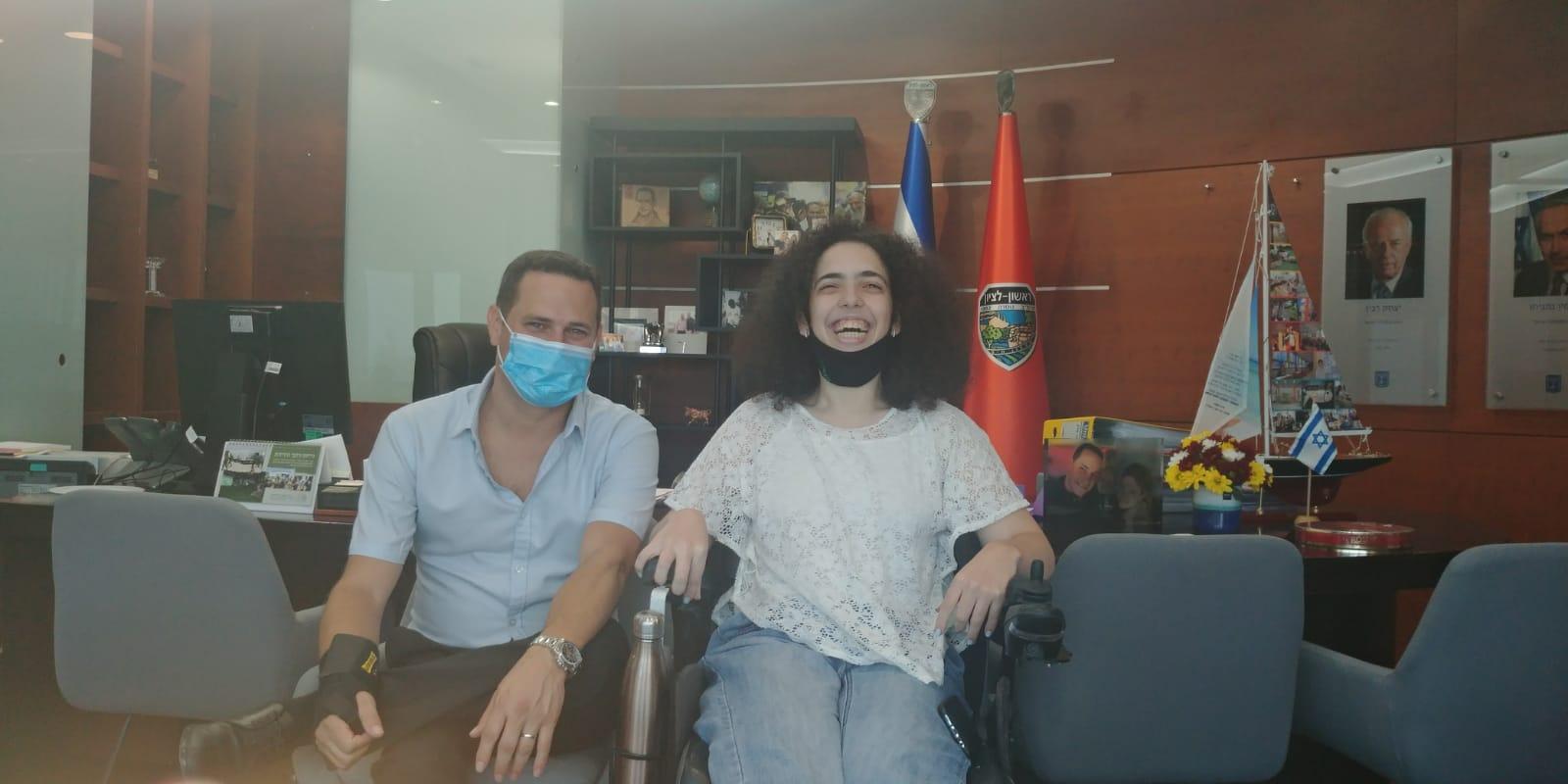 אור קהירי עם ראש העיר