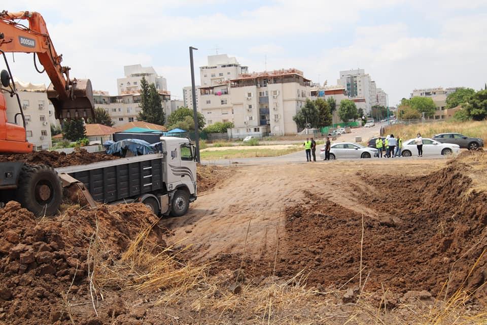 החלו העבודות להכשרת השטח להקמת הבריכה החדשה (1)