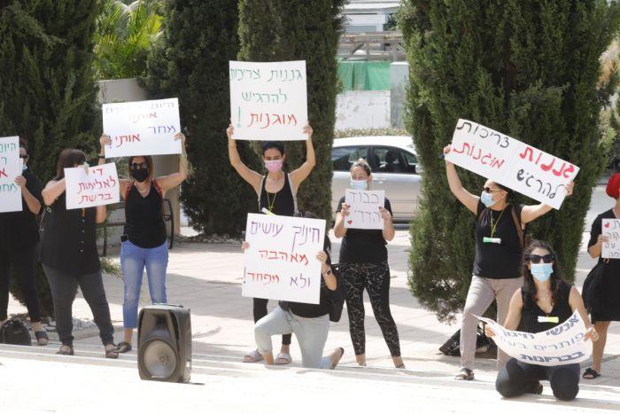 הפגנת תמיכה בגננת. צילום: איתן אלחדז ברק