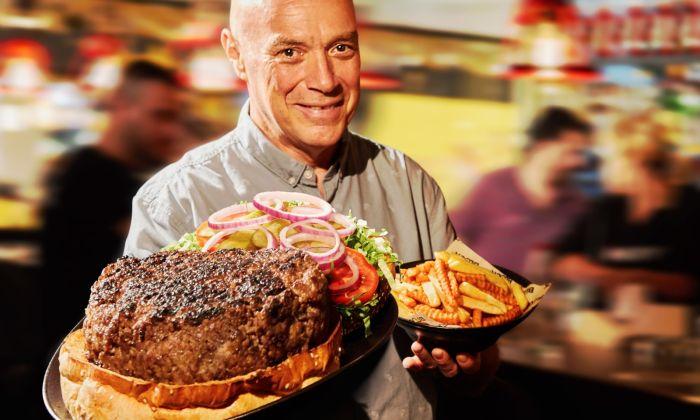 צחי בוקששתר וההמבורגר הענקי. צילום: סטודיו יורם אשהיים