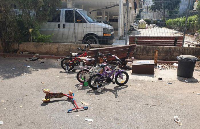 """הספסל אחרי התאונה. צילום: תיעוד מבצעי מד""""א"""