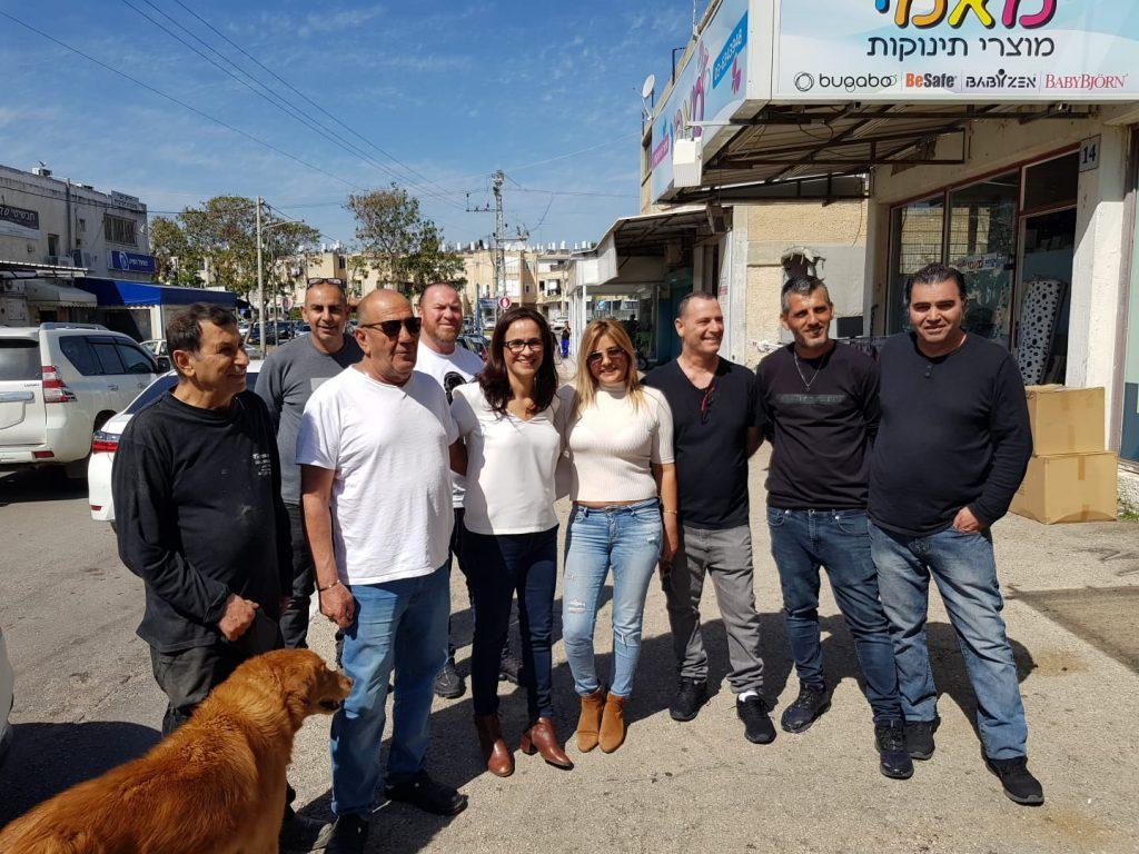 ליאת שוחט, עם בעלי העסקים בתחילת עידן הקורונה. צילום: דוברות עיריית אור יהודה