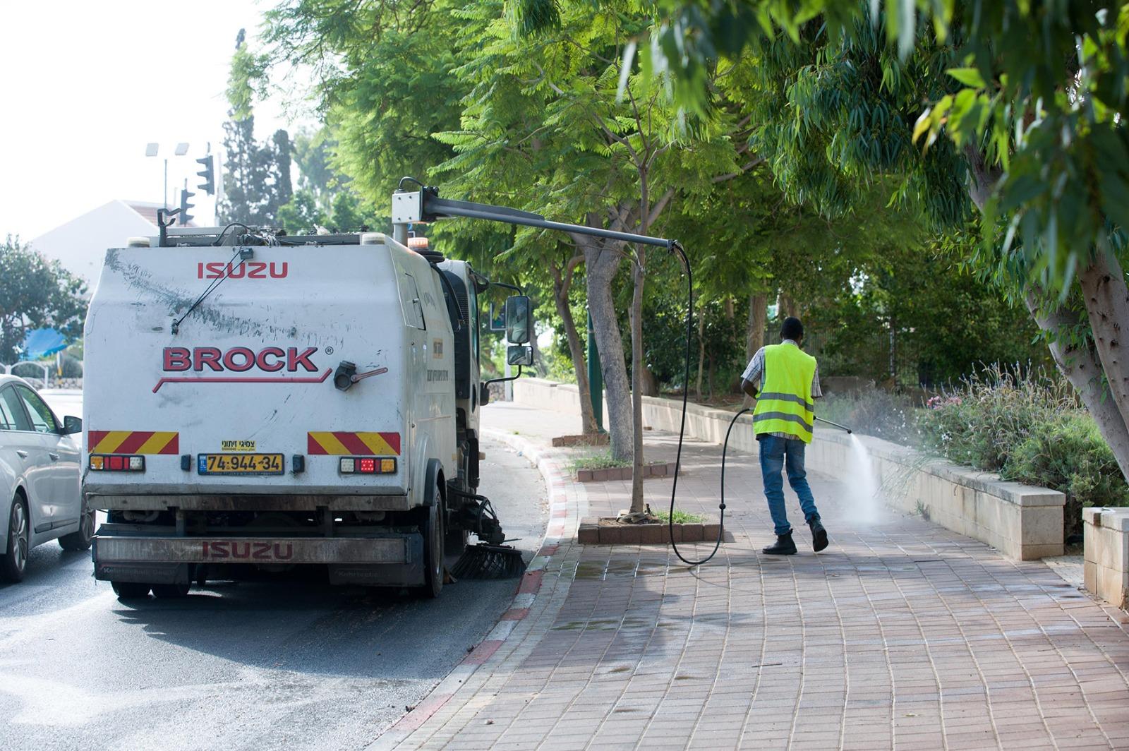 עובדי העירייה במהלך מבצע הניקיון