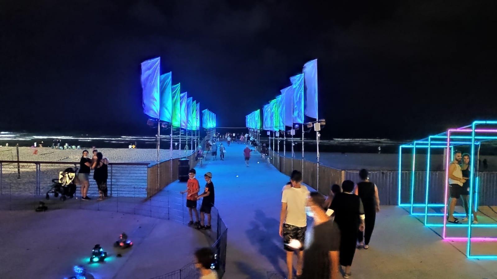 טיילת חוף ים מיצגים תאורה צילום דוברות עיריית בת ים