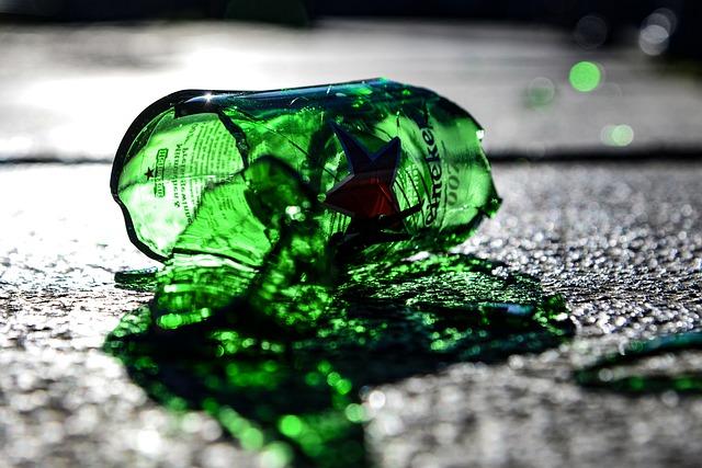 בקבוק מנופץ. צילום: pixabay