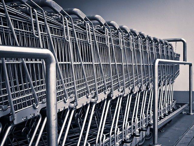 עגלות קניות בסופרמרקט. צילום: pixabay