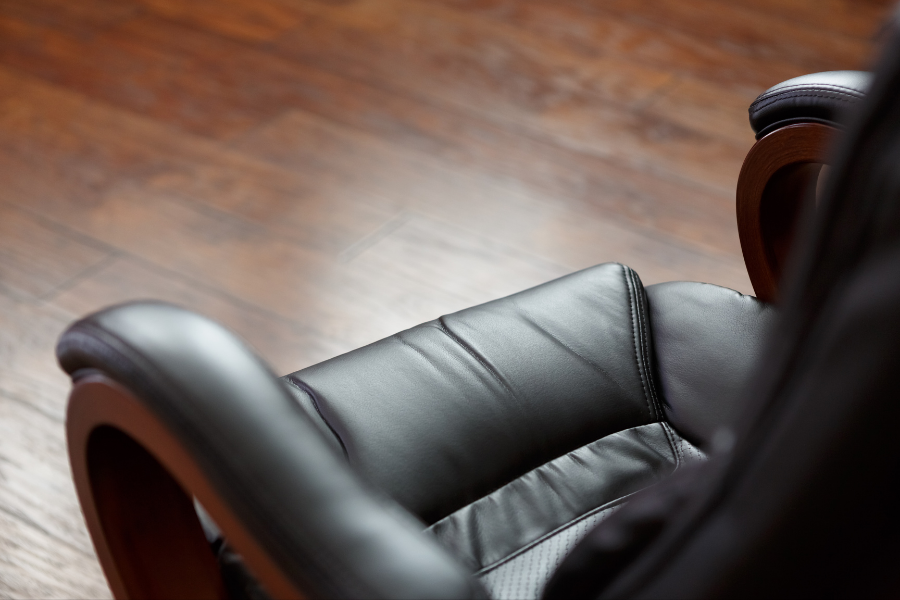 ליעד מרום כסאות לעסק canva
