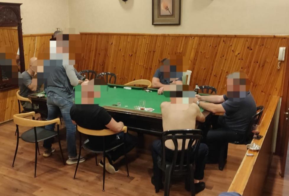 שחקנים פוקר שולחן צילום דוברות משטרת ישראל