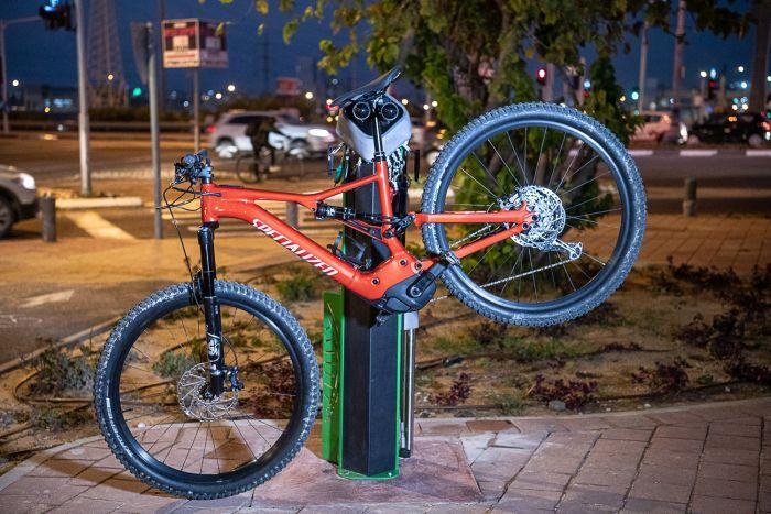 עמדה לתיקון אופניים. צילום: עידן גרוס