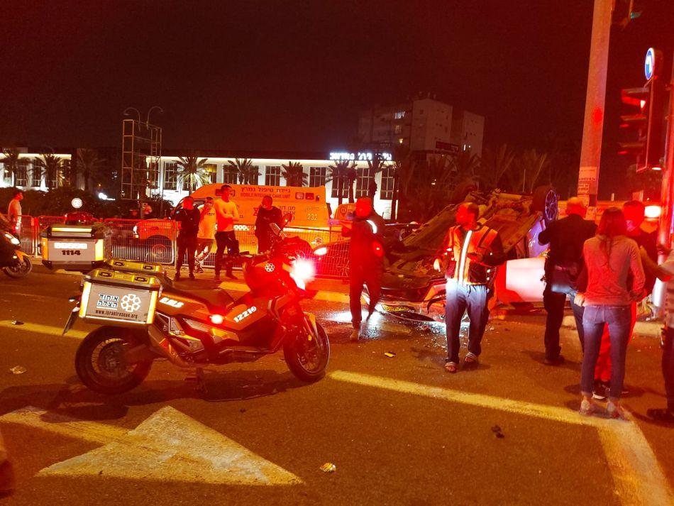 תאונה רכב הפוך קטנוע כביש צילום דוברות איחוד הצלה