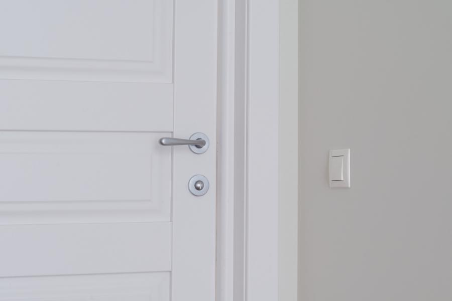ליד מרום -דלתות פנים canva