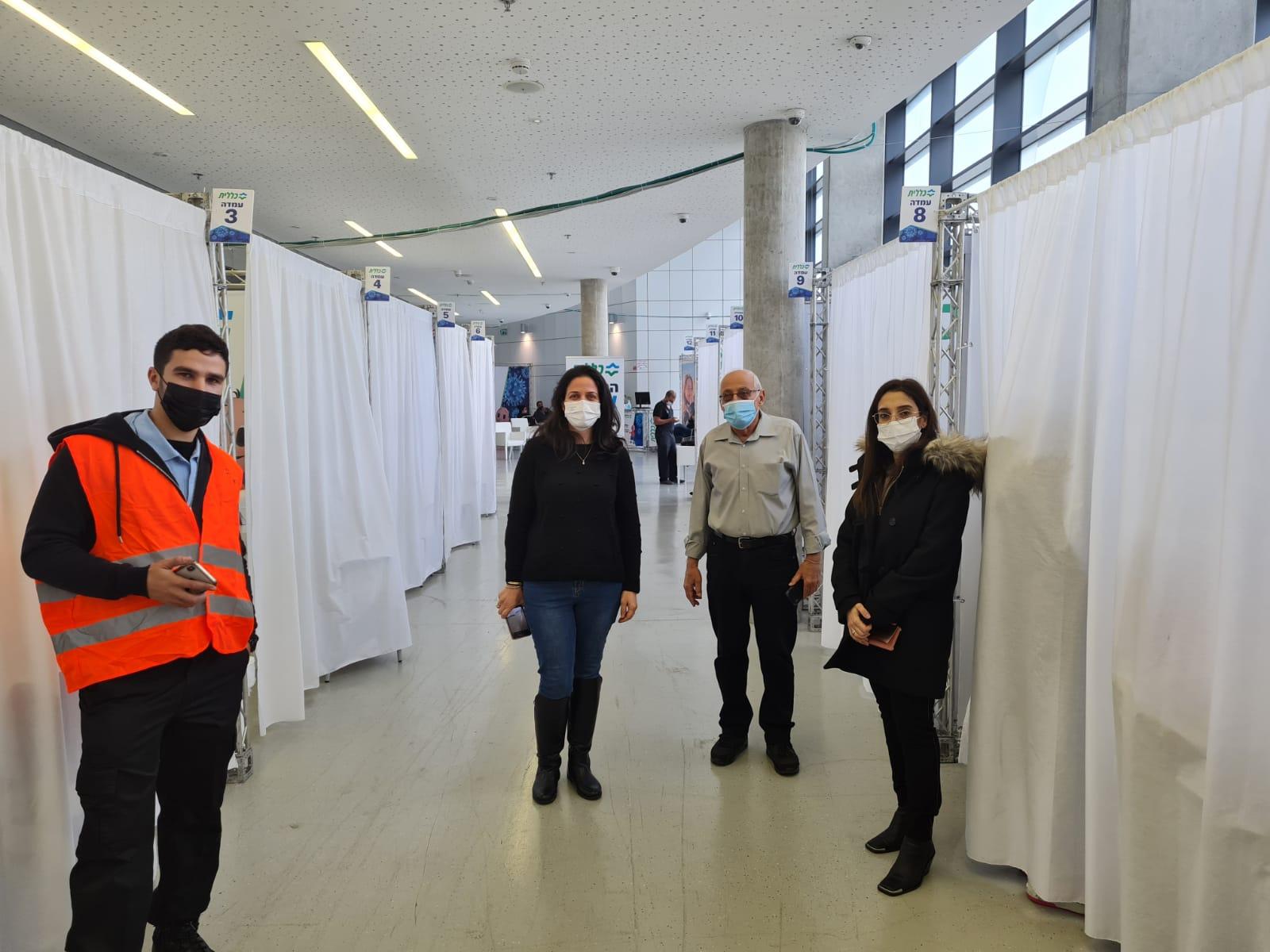 מוטי ששון קופת חולים כללית מתחם חיסונים צילום עיריית חולון