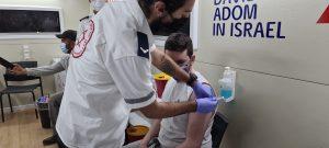 חיסוני קורונה בקרוואן החיסונים של מדא בבת ים – צילום דוברות מדא 15.2.21 (1)