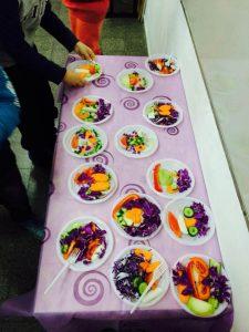 אוכלים פירות וירקות בחמישה צבעים בבתי הספר בחולון. צילום-עיריית חולון
