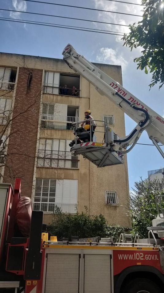 חילוץ מנוף לוחמי אש צילום דוברות כבאות והצלה