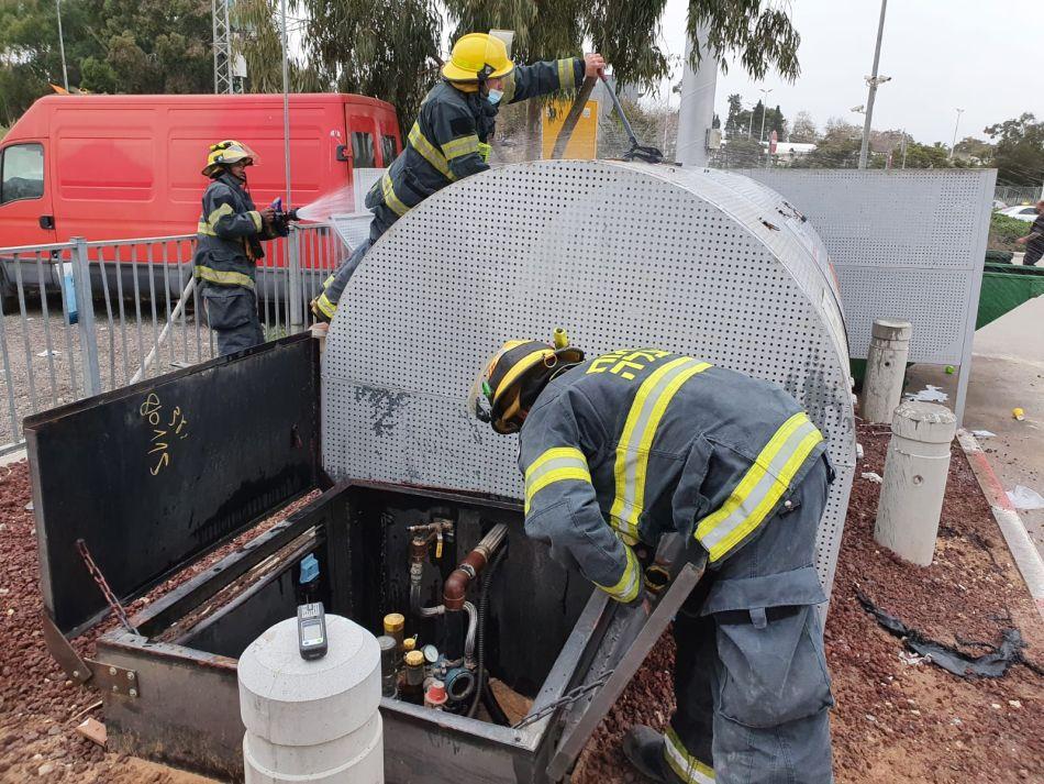 מצבור גז תחנת דלק כבאי צילום תיעוד מבצעי כבאות והצלה