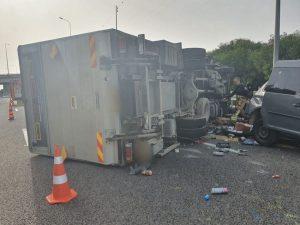 תאונת דרכים משאית תאונה צילום דוברות משטרת ישראל