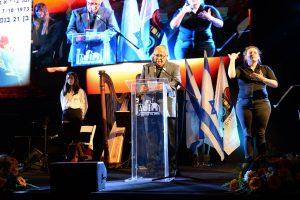 אמירת קדיש על ידי האח השכול שאול עיני בטקס לזכר חללי מערכות ישראל וחללי פעולות האיבה תשפא 2021 בחולון, צילום-טל קירשנבאום (14)