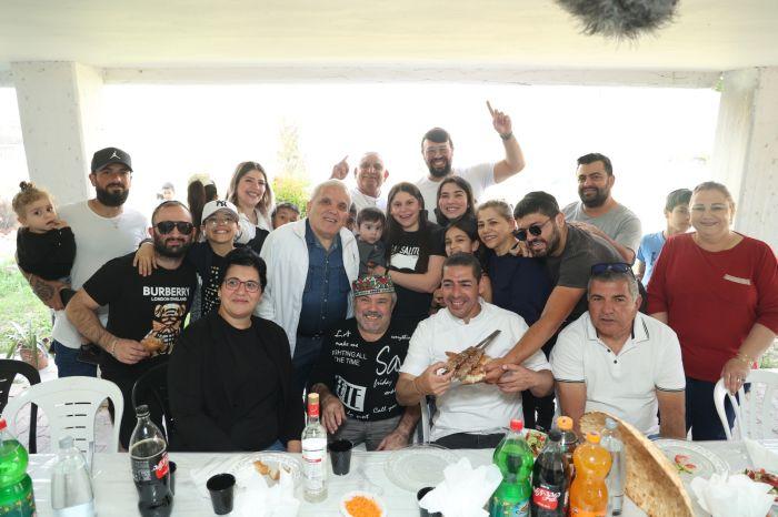 משפחת דניארוב. צילום: ישראל פנחסוב