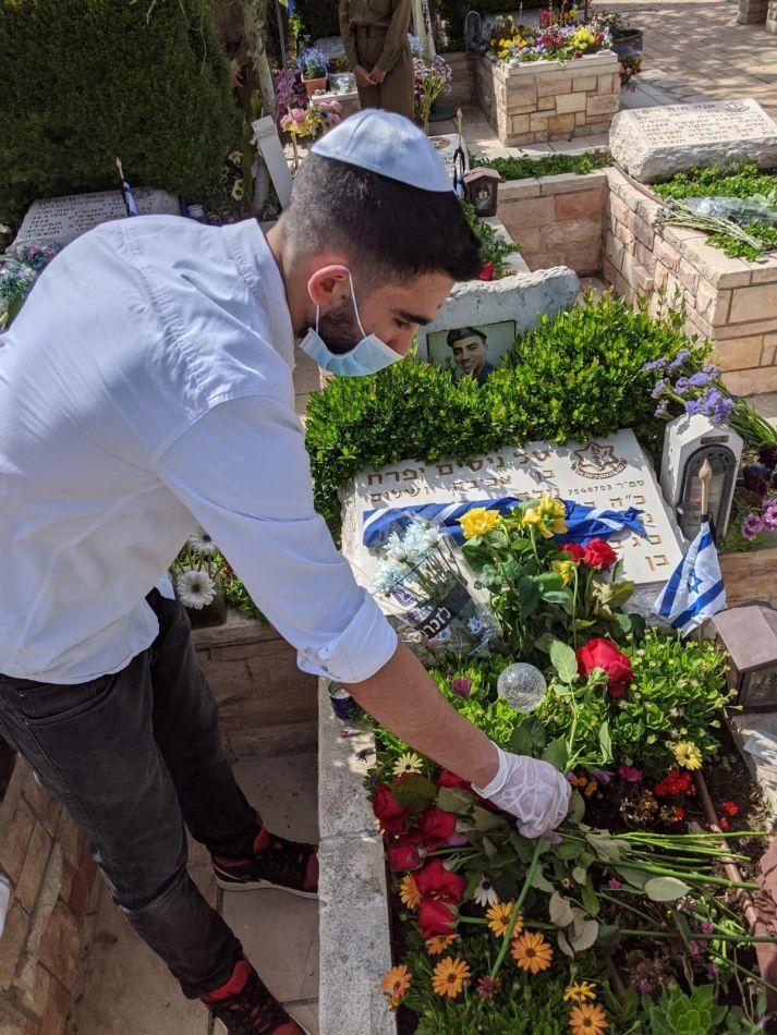 חייל קבר יום הזכרון צילום דוברות עיריית ראשון לציון
