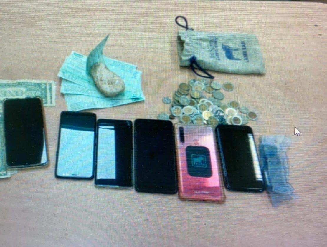 כסף שטרות טלפון פלאפון כרטיס אשראי צילום דוברות משטרת ישראל