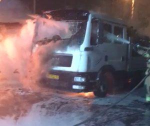 משאית שרופה אש כיבוי צילום דוברות כבאות והצלה