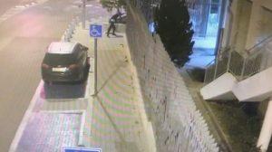 משליך אבן על תחנת המשטרה- צילום דוברות משטרת ישראל