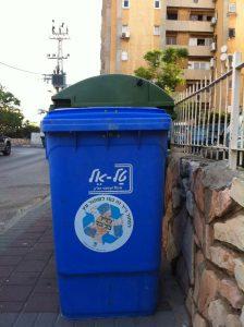 פח כחול לאיסוף נייר בחולון צילום עיריית חולון