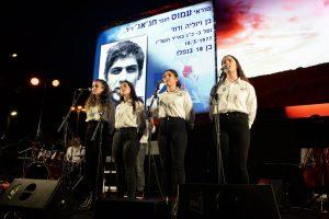 תלמידי מגמת המוזיקה של בית הספר קריית שרת בטקס לזכר חללי מערכות ישראל וחללי פעולות האיבה תשפא 2021 בחולון, צילום-טל קירשנבאום (13)