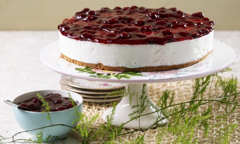 עוגת גבינה עם ריבת תות