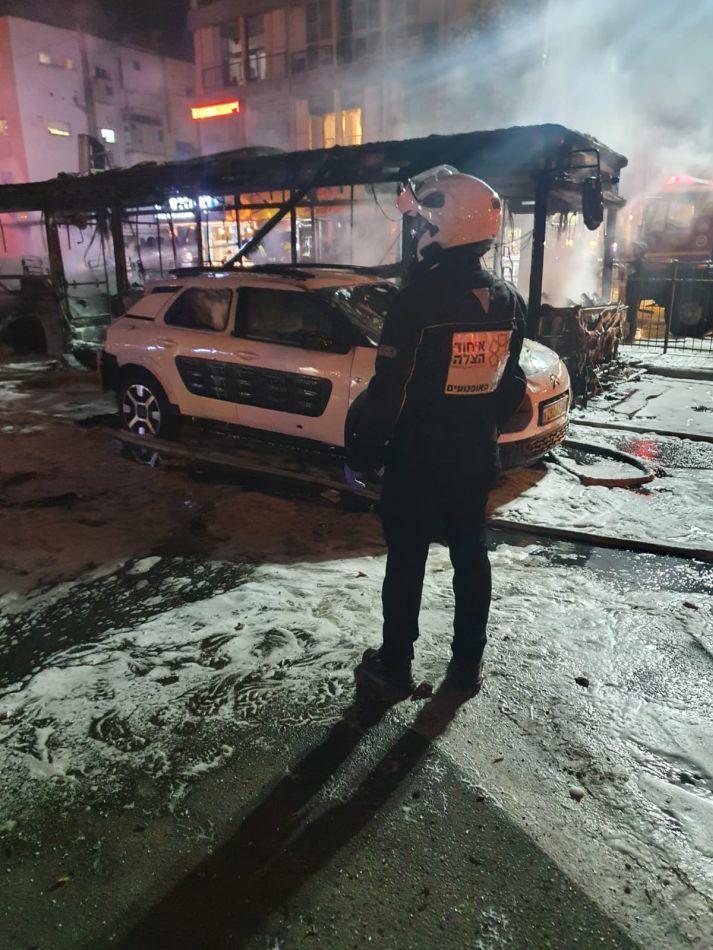 אוטובוס שרוף רקטה צילום דוברות איחוד הצלה