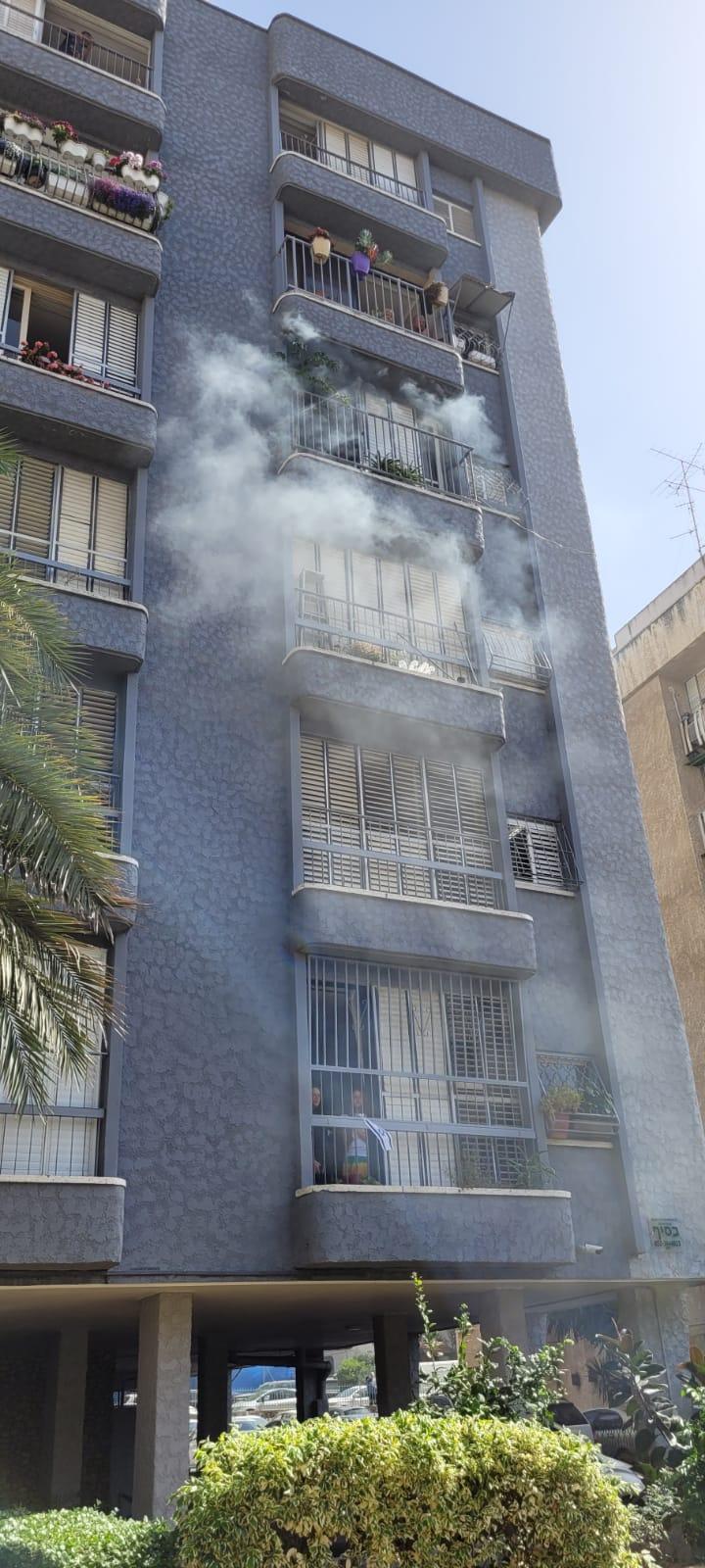 העשן מהבניין ברחוב אלקלעי- צילום דוברות כבאות והצלה