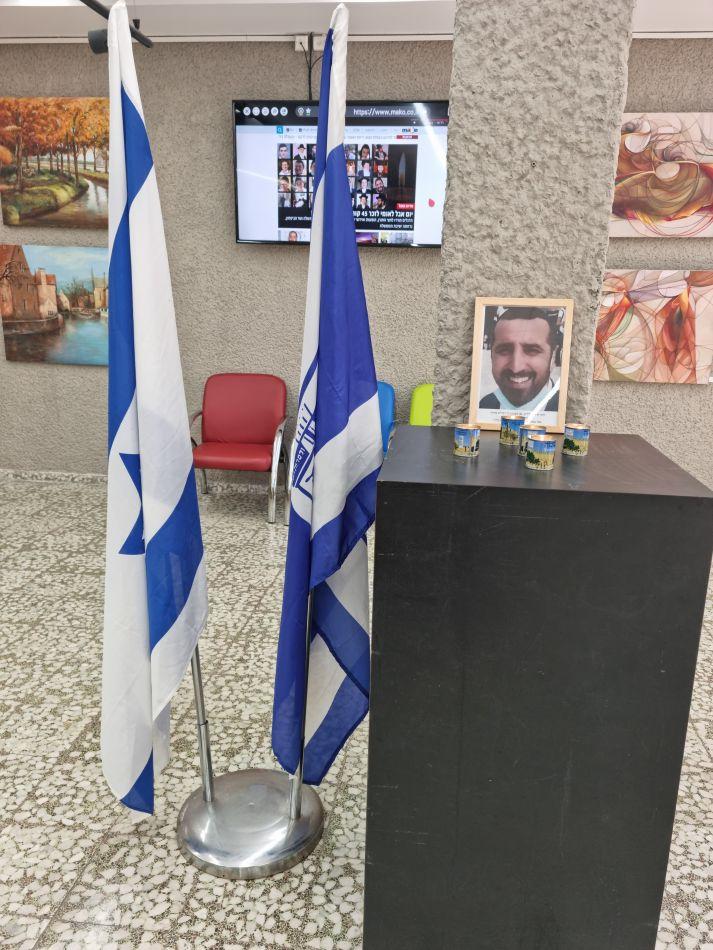 פינת זיכרון בבית עיריית חולון לזכר הנספים באסון בהר מירון. צילום-עיריית חולון