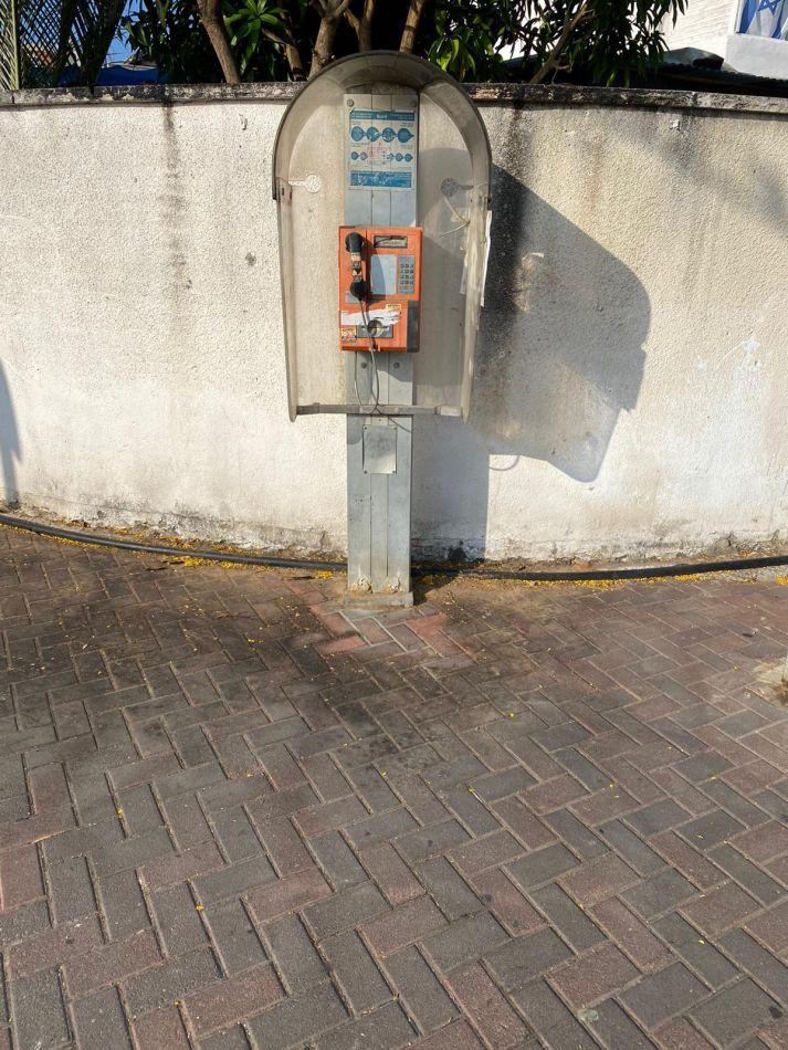 טלפון ציבורי 1 צילום עיריית חולון