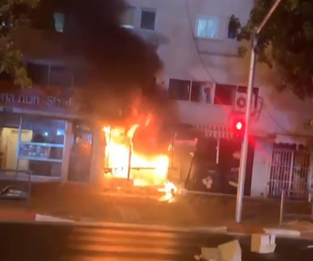 """שרפה ברחוב הרצל, קרדיט תחנה אזורית ראשל""""צ כב""""ה"""