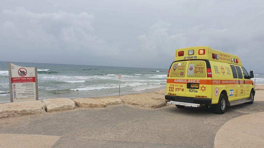 אמבולנס טיפול נמרץ חוף ים צילום דוברות מדא